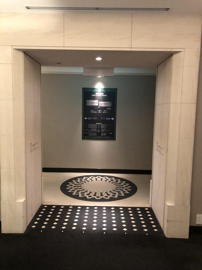 エクシブ京都 エレベーターホールから部屋へ